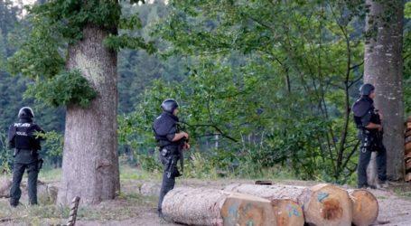 Αναζητούν κακοποιό οπλισμένο με τόξα και πυροβόλα