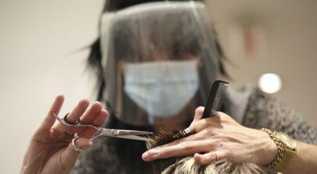 Η μάσκα αποτρέπει την εξάπλωση του ιού