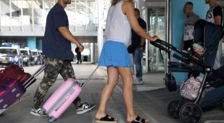 Τρία αεροπλάνα με Βρετανούς τουρίστες έφτασαν στη Σκιάθο