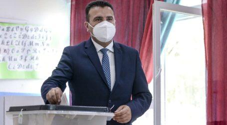 Ισχνό προβάδισμα του κυβερνώντος κόμματος του Ζόραν Ζάεφ