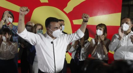 Ο Γιώργος Παπανδρέου χαιρετίζει την εκλογική νίκη Ζάεφ