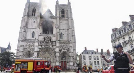 Υπό έλεγχο η φωτιά στον καθεδρικό της Νάντης