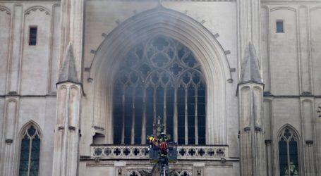 Έρευνα για εμπρησμό από πρόθεση για τη φωτιά στον Καθεδρικό ναό της Νάντης