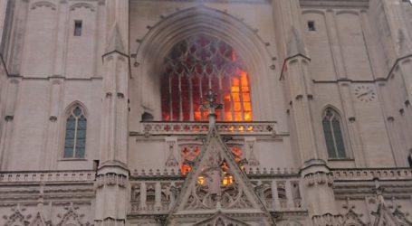 Υπό κράτηση ένας άνδρας για την πυρκαγιά στον καθεδρικό της Νάντης