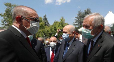"""Ερντογάν και Μπαχτσελί μετά από την Αγία Σοφία στον τάφο του Πορθητή ζήτησαν """"νέες κατακτήσεις"""""""