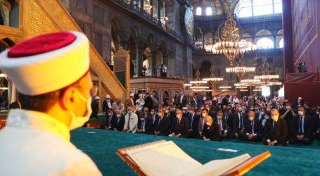 «Προσβολή στον Κεμάλ το κήρυγμα που ακούστηκε στην Αγία Σοφία», γράφει η Cumhuriyet