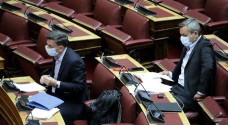 Υποχρεωτική η μάσκα για υπουργούς και βουλευτές