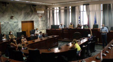 Οι μικροί κατασκηνωτές γίνονται δημοτικοί σύμβουλοι και κάνουν προτάσεις για την πόλη τους
