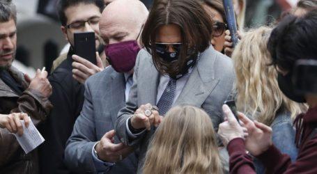 Στο δικαστήριο οι φωτογραφίες του Johnny Depp μετά από τις φερόμενες επιθέσεις της Heard