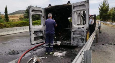 Καρέ – καρέ η φωτιά στο ασθενοφόρο έξω από το Αερινό – Δείτε εικόνες