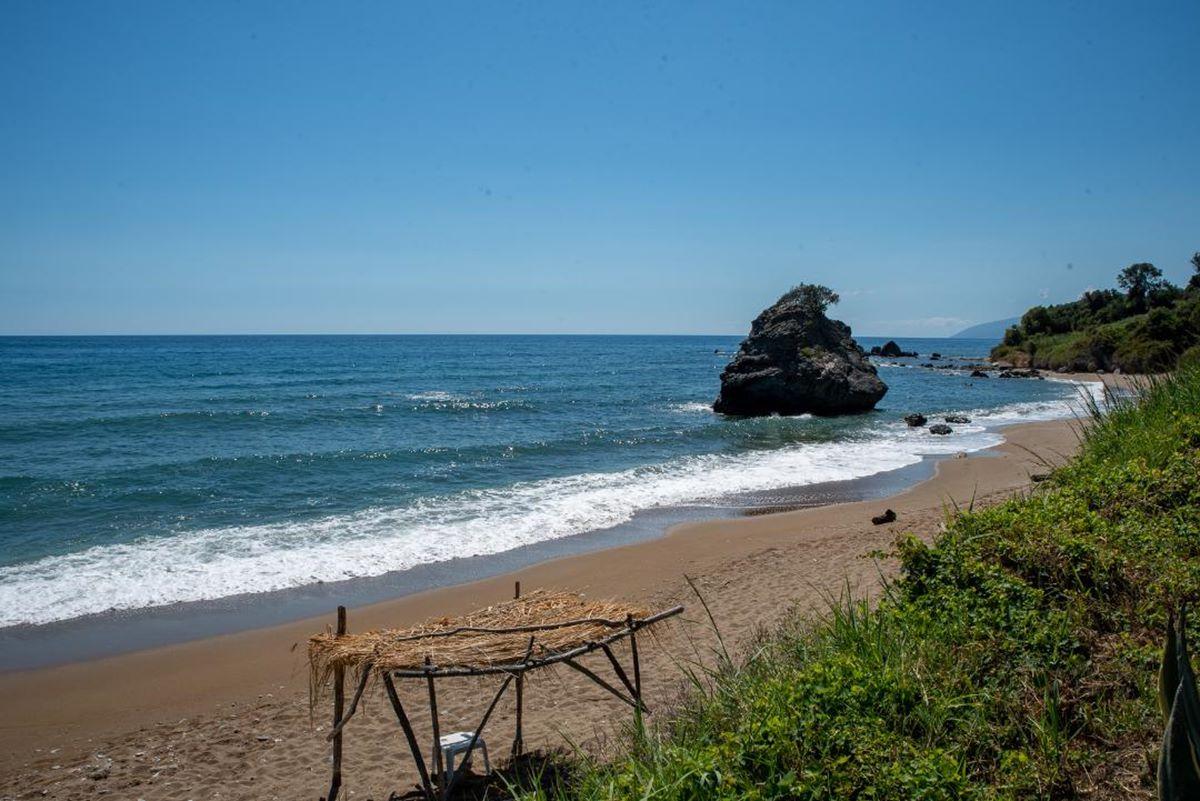 Ο φακός του onlarissa.gr στην παραλία «όνειρο» της Λάρισας που ελάχιστοι γνωρίζουν και θυμίζει εξωτικό μέρος