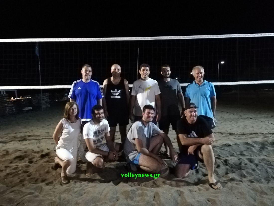 Ο Αυγενάκης έπαιξε… μεταμεσονύχτιο μπιτς βόλεϊ στη Λάρισα