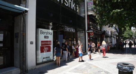 Λάρισα: Τα καταστήματα άνοιξαν Κυριακή, οι καταναλωτές πήγαν για… μπάνιο (φωτορεπορτάζ)