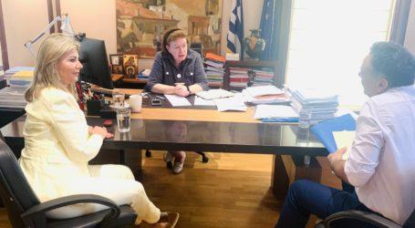 Με παρέμβαση της Ζέττας Μακρή, επιλύεται το ζήτημα της μεταφοράς του δυτικού αρχαίου πεσσού των Ν. Παγασών