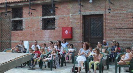 Στη Λάρισα «πολεμούν» τον κορωνοϊό με χιούμορ – Πρεμιέρα με «Κορωνοσκουφίτσα» για την Αυλή του Μύλου (φωτο)