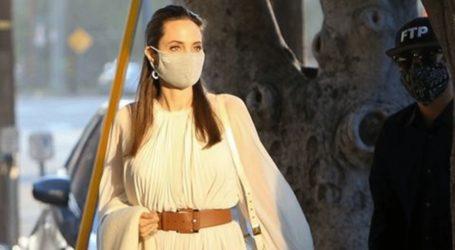 Angelina Jolie: Το παραμυθένιο πλισέ φόρεμα που επέλεξε για την πρωινή της βόλτα