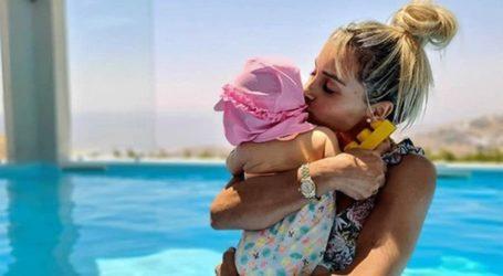 Βασιλική Μιλλούση: Ποζάρει με φουσκωμένη κοιλίτσα με την κορούλα της
