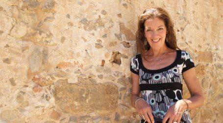 Victoria Hislop: «Η Βρετανία δεν έχει την ομορφιά και τους ανθρώπους της Ελλάδας»