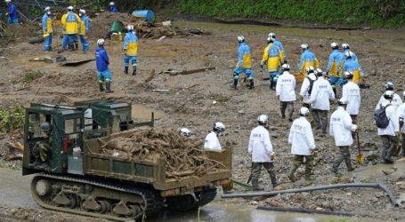 Τουλάχιστον 50 οι νεκροί από τις καταρρακτώδεις βροχές και τις πλημμύρες