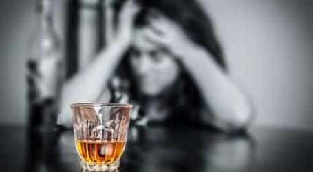 Λάρισα: Αναστάτωση με μεθυσμένη γυναίκα που βρισκόταν ξαπλωμένη στο δρόμο και αρνούταν να πάει στο νοσοκομείο