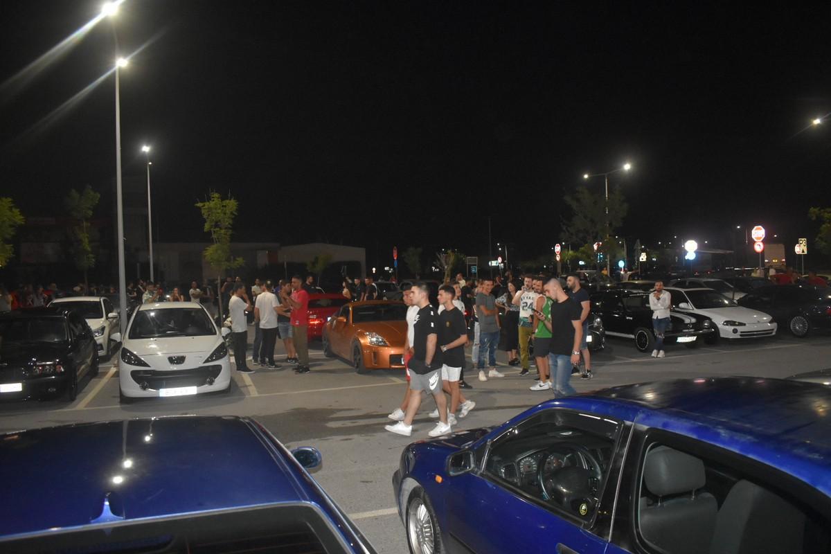 Χαμός το βράδυ του Σαββάτου στη Λάρισα με τα εκατοντάδες «πειραγμένα» αυτοκίνητα - Δείτε φωτογραφίες και βίντεο