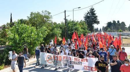 Λάρισα: Κινητοποίηση στην 110 Πτέρυγα Μάχης από την ΚΝΕ (φωτο)