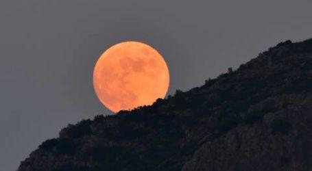 Μάγεψε τους Βολιώτες το φεγγάρι του «κόκκινου ελαφιού»