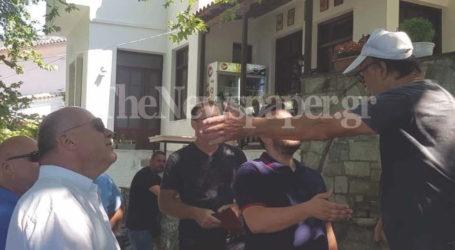 Νέα ένταση στις Σταγιάτες – Στην πλατεία του χωριού ο Αχιλλέας Μπέος [εικόνες και βίντεο]