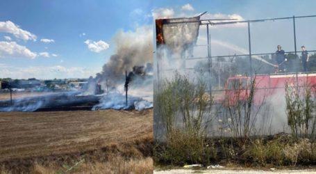 Φωτιά δίπλα στο γήπεδο της ΑΕΛ στην Καρδίτσης – Δείτε φωτογραφίες
