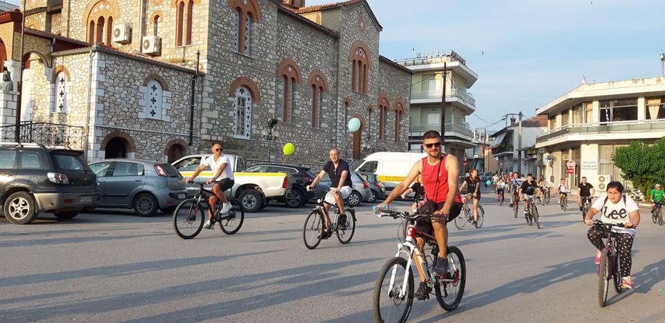 «Ποδηλατάδα» για εκατοντάδες ποδηλάτες στην Ελασσόνα - Στα πεντάλ και οι Δημότσιος - Γάτσας