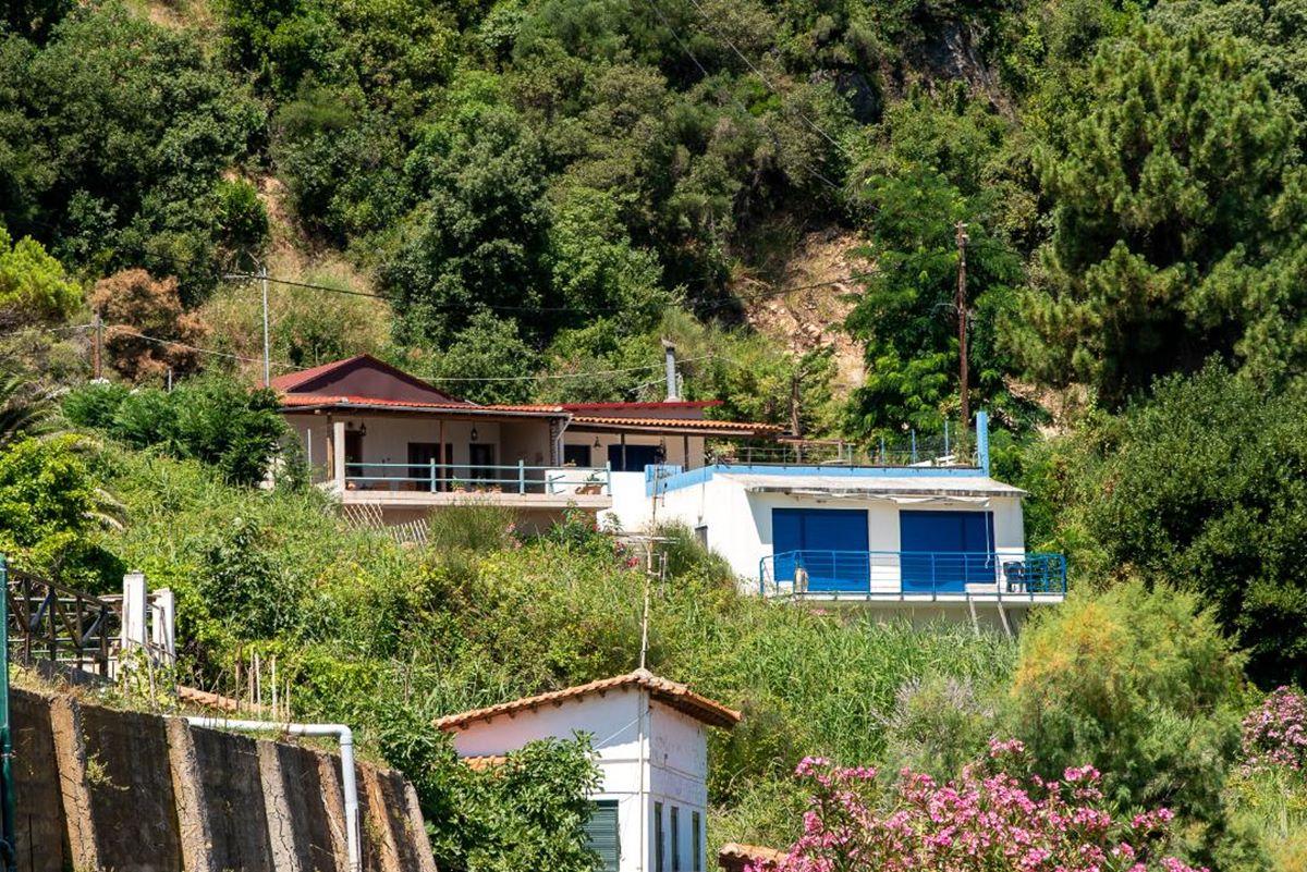 Τα εξοχικά που μαγνητίζουν τα βλέμματα στα παράλια της Λάρισας - Φωτογραφίες