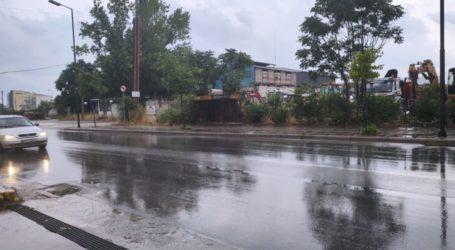 Βροχερό τοπίο η Λάρισα το απόγευμα της Κυριακής – Δείτε φωτογραφίες