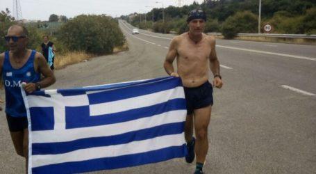 Συγκλονιστικός ο Λαρισαίος μαραθωνοδρόμος – Έτρεξε 371 χιλιόμετρα για να αποδώσει τιμή στους υπερασπιστές των Θερμοπυλών (φωτο)