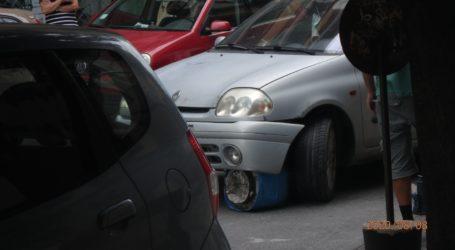 Βόλος: Βαρέλι «φράκαρε» κάτω από αυτοκίνητο – Δείτε εικόνες
