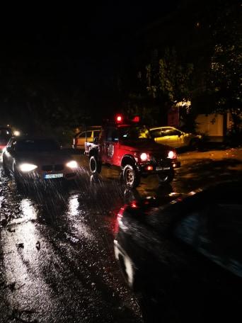 Ξεχείλισε ρέμα στο κέντρο του Πλαταμώνα - Διεκόπη για λίγη ώρα η κυκλοφορία (φωτο)