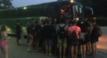 Ποιος κορωνοϊός; Σαν τις σαρδέλες στα λεωφορεία της Σκιάθου – Απίστευτη εικόνα