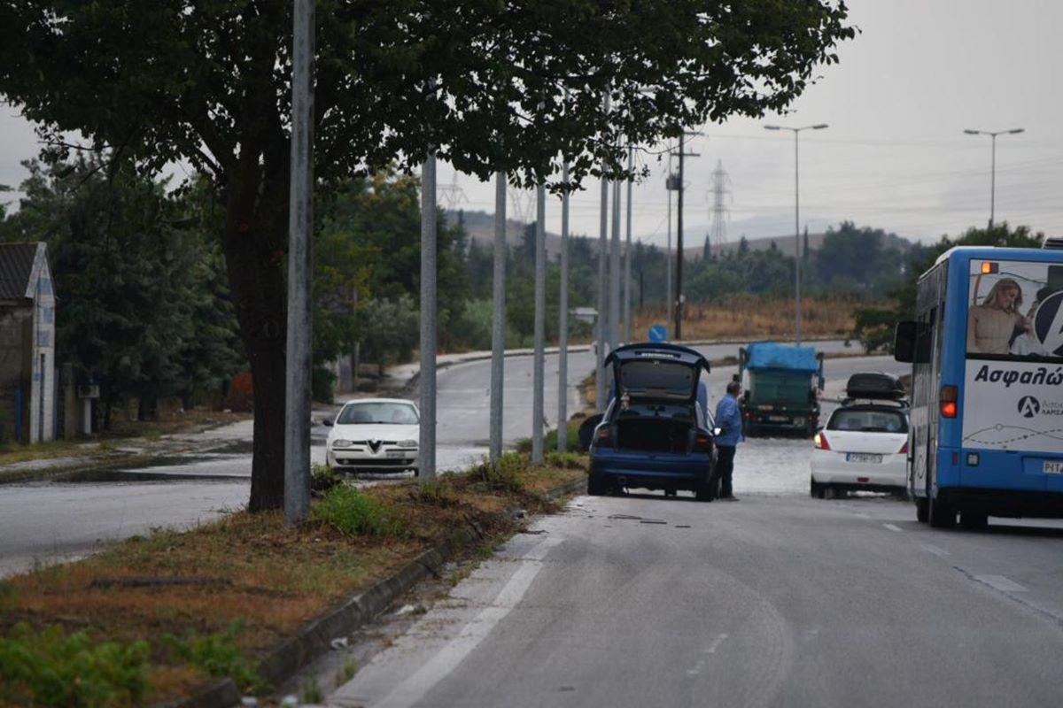 Πλημμύρισε δρόμος στη Λάρισα: Εγκλωβίστηκαν αυτοκίνητα - Με δυσκολία η κυκλοφορία (φωτο – βίντεο)