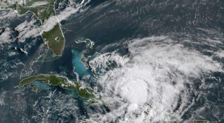 Η τροπική καταιγίδα Ησαΐας ενισχύθηκε εκ νέου σε τυφώνα