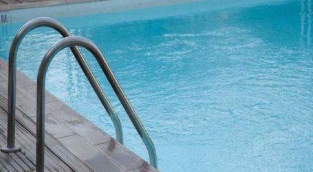Αυνανιζόταν σε πισίνα ξενοδοχείου μπροστά σε ανήλικους και συνελήφθη