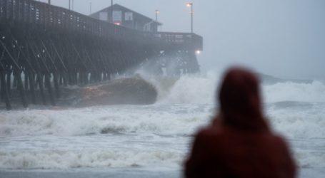 Η τροπική καταιγίδα Ησαΐας σαρώνει τις ΗΠΑ
