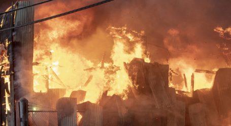 Μεγάλη πυρκαγιά σε κλειστή αγορά του εμιράτου Ατζμάν