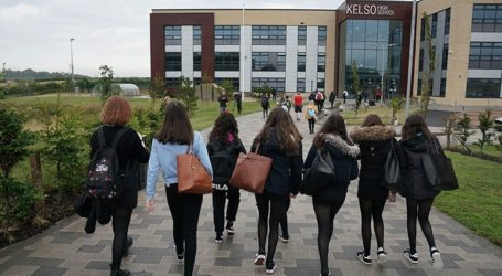 Xωρίς μάσκα επιστρέφουν οι μαθητές στα θρανία στη Σκωτία