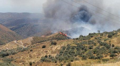 Μαίνεται η μεγάλη πυρκαγιά στο δήμο Κανδάνου
