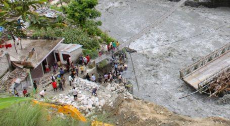 Τουλάχιστον 16 νεκροί και δεκάδες αγνοούμενοι από τις κατολισθήσεις στο Νεπάλ