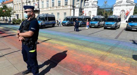 Δεκάδες καλλιτέχνες και συγγραφείς κατηγορούν την πολωνική κυβέρνηση ότι ανέχεται την ομοφοβία