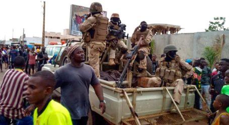 Οι στασιαστές στρατιωτικοί που κατέλαβαν την εξουσία υπόσχονται εκλογές «σε εύλογο χρονικό διάστημα»