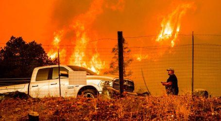 Η Καλιφόρνια συνεχίζει να φλέγεται