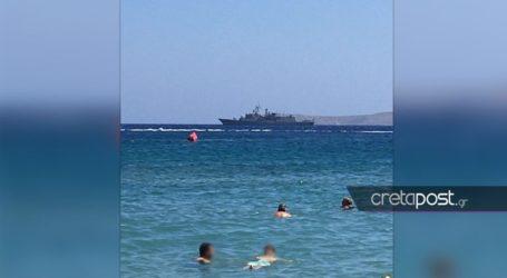 Φρεγάτα του πολεμικού ναυτικού ανοιχτά της Κρήτης