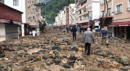 Τέσσερις νεκροί, 11 αγνοούμενοι από ξαφνικές πλημμύρες