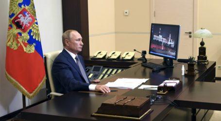 Πούτιν και Λουκασένκο συμφώνησαν να συμμετάσχουν Λευκορώσοι στην τρίτη φάση των κλινικών δοκιμών του εμβολίου